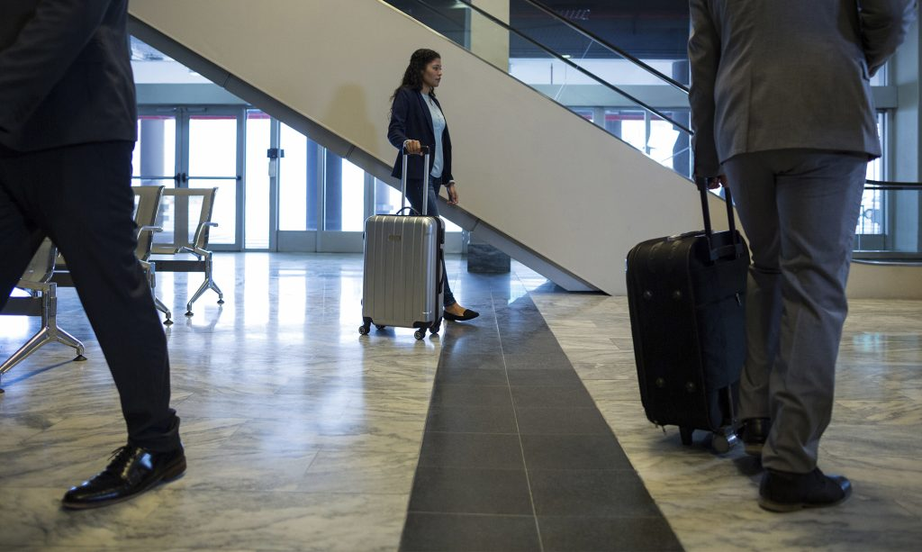 P3-Perfiles-Plasticos-Aeropuerto-Pisos-Bogota
